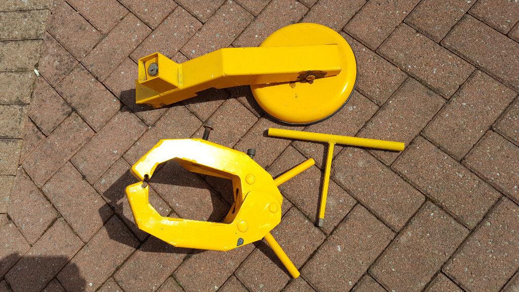 Blackwood. Wheel clamp secure gold for caravan trailer motor home.