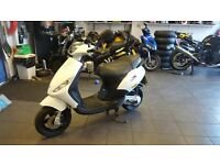 PIAGGIO ZIP 50 2T 2STROKE WHITE 2012 COMPLETELY STANDARD AND EXTREMELY CLEAN