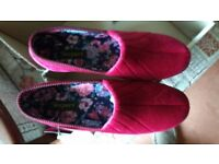 Gorgeous women's slippers **NEW & BOXED**