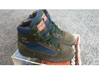 Karrimor lightweight GoreTex walking boots size 10