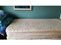 Single divan bed with pullout