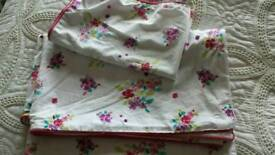Two single quilt cover sets £1 each