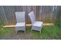 Wonderful 4 piece Garden furniture set in classic silver