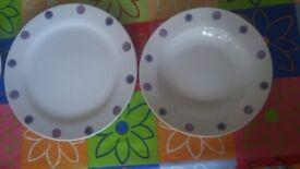 18 pieces dinnerware set - very good condition