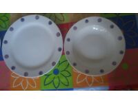 18 pieces dinnerware set - very good condition