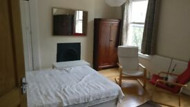 Large Double Room available in 5 bed Victorian House - Islington, close to Piccadilly Tube
