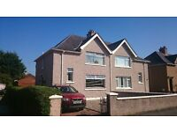 Spacious 3 Bedroom Family House with 2 Bathrooms, Large Garden,Conservatory, Garage & 2 Large Sheds