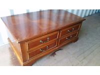 LARGE WOODEN BLANKET BOX WITH 2 DRAWERS.