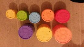 8 NUMBERED PLASTIC CUPS
