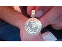 versace pendant 6 grams 14ct 250