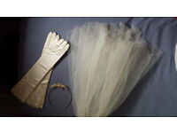 Bridal accessories - Veil, headband and gloves