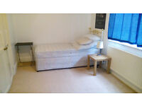 Double room(4.30x3.60) in family flat In Watford High Street