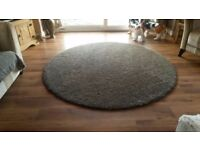 Large round rug - immaculate condition