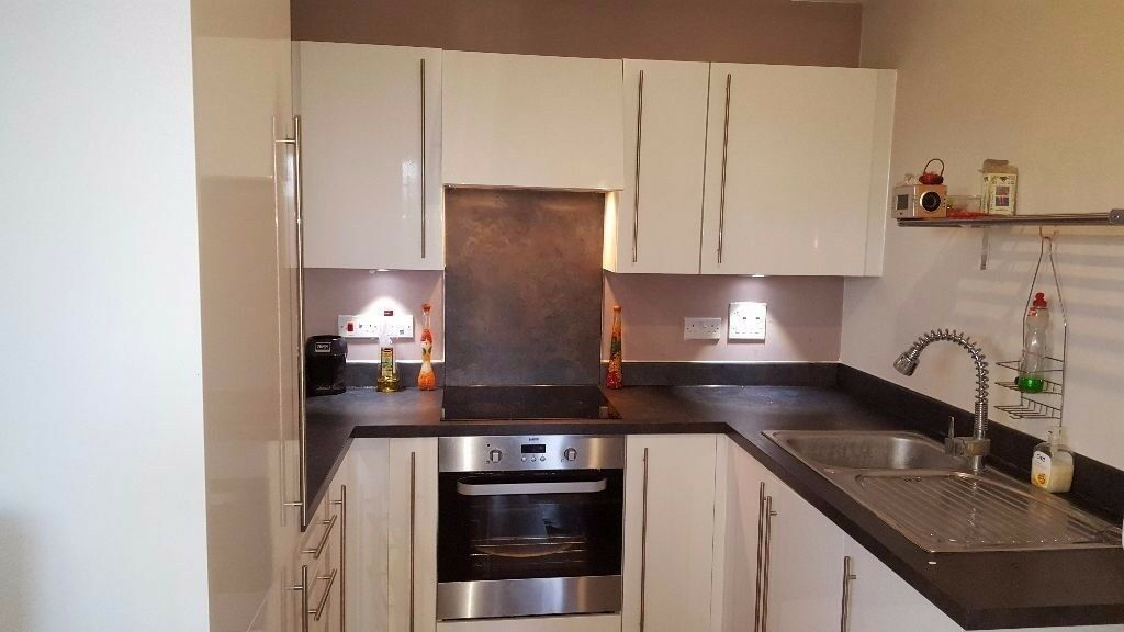2 Bedroom apartment located in Croydon with Parking