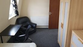 Double room for professional in shared house in Stoke Newington. All bills are included. No fees