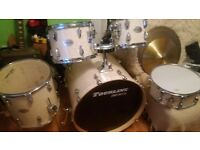 drum kit*****tourline lake pearl*****all stand and 4 cymbals