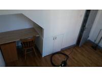 ROOM ... for REnt . . Smithdown Rd. 75P