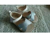 H&M sandals, ideal for parties or holiday toddlers aize 20/21 (3.5 - 5)
