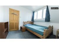 Light and Spacious Double Room - 6min walk to T.Heath