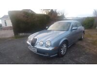 BEAUTIFUL 2.5 SE PLUS JAGUAR S TYPE, FINISHED IN LIGHT ARGENTA BLUE METALLIC WITH IVORY LEATHER