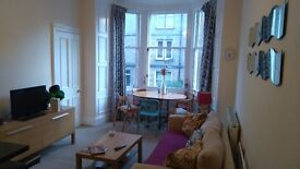 Double room available in 2 bed Morningside flat.