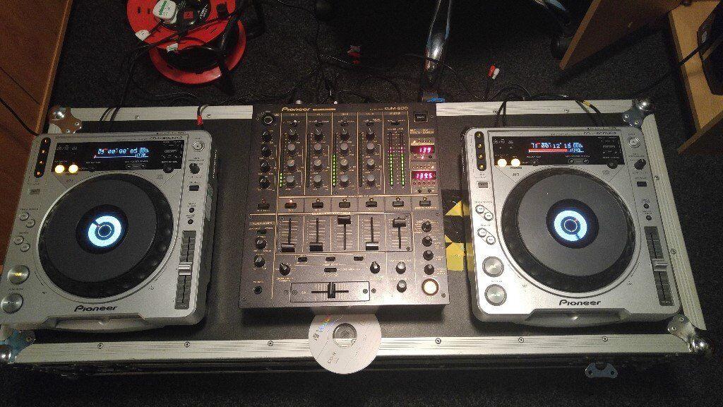 Pioneer djm-600 Mixer + 2 Pioneer Cdj-800mk2 + Flight Case