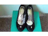 SIZE 5 BLACK HEELED SHOES WITH DIAMANTE DETAIL BY DEBUT AT DEBENHAMS BRAND NEW