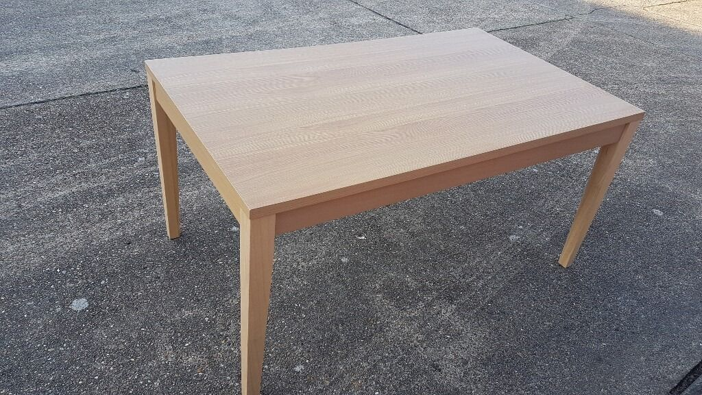 Wooden dining tablecan deliverin Gillingham, KentGumtree - Very good condition Wooden Dining Table features a smooth MDF veneer top with 4 legs which are sturdy,whilst also artistic. Easy wipe clean, hard wearing surfaces keeps the dining table looking as good as new 5ftx3ft table with detachable legs in...