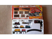 HORNBY INDUSTRIAL FREIGHT ELECTRIC TRAIN SET R583