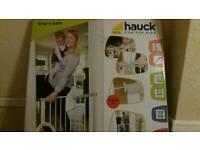 Hauck sealed pressure fix gate