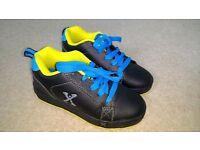 Boys Sidewalk Sports Heelys (Size 13 kids)