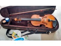 Violin 3/4 size, with bow, carry case & accessories