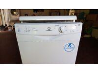 Indesit slimline dishwasher IDS105S white