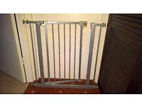 Baby Gate / Stair Gate. Hauck trigger lock pressure fix safety gate. Metallic