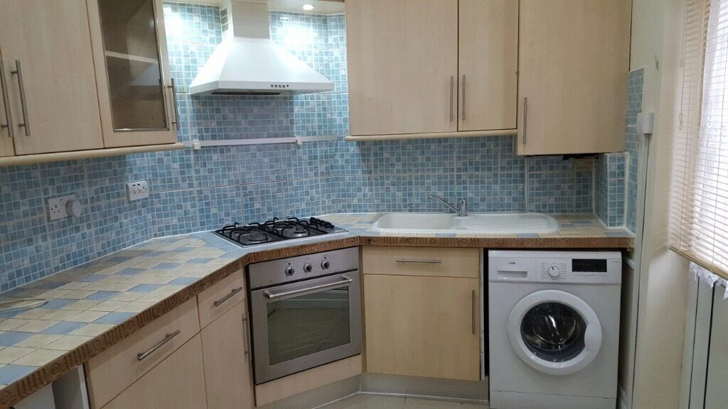 Fantastic & Spacious One bedroom flat with Private Garden Near Shops & Station. 20 Mins to Centre