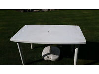 WHITE SOLID PLASTIC PATIO TABLE AND PARASOL (HARTMAN TABLE)