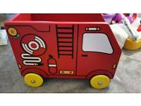 Le toy van storage fire engine excellent condition