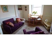 Bright 2 Bedroom Apartment in Leith