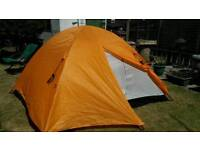 LARGE 4 BERTH DOME TENT LIKE NEW