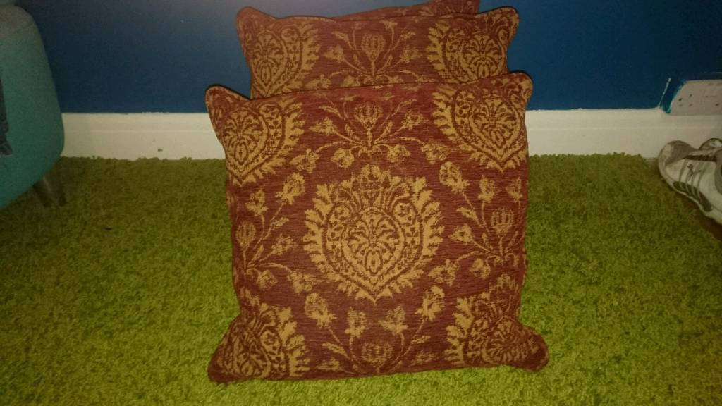 15 cushions excellent condition £20 the lot!!