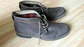Clarks mens boots size 11