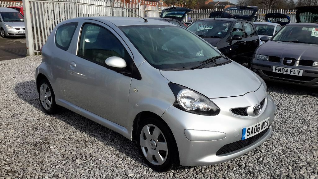 toyota aygo 1398cc diesel manual silver hatchback mot 24 feb 2017 in hunslet west. Black Bedroom Furniture Sets. Home Design Ideas