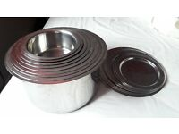 A set of 9 pots with 7 lids - Stainless Steel