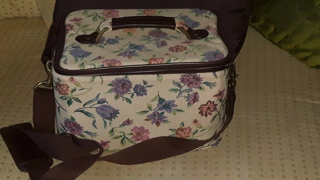 Womens cosmetic / beauty travel case