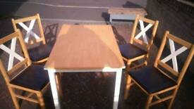 Great value Table with four chairs