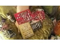 Grab a bargain & sell just befor christmas of 222 items of Job lot jewellery