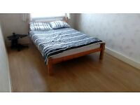 Double room available next to Redbridge station (Female preferred)