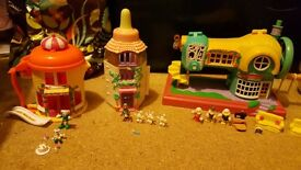 Vintage/Retro Teeny Weeny Families Bundle - Like Polly Pocket -3 playsets with figures & accessories