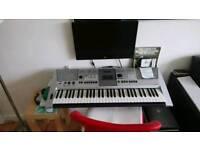 Yamaha E 413 keyboard.