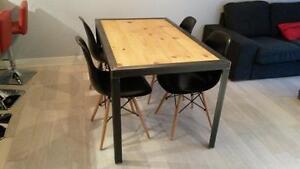 TABLE EN ACIER ET BOIS FRANC INDUSTRIEL